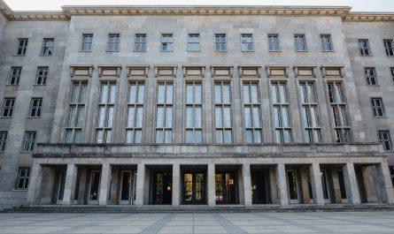 Ministerstvo financí a jeho hlavní sídlo.