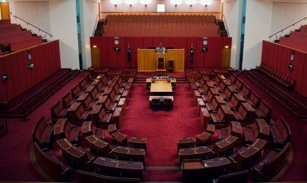 Senát Parlamentu zaznamenaný na fotografii.